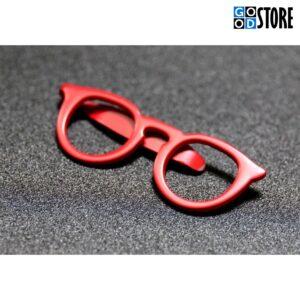Moodsad punased prillid rõiva või lipsunõelaks